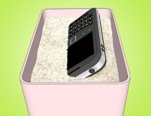 Tips Menyelamatkan Ponsel yang Terendam Air 2